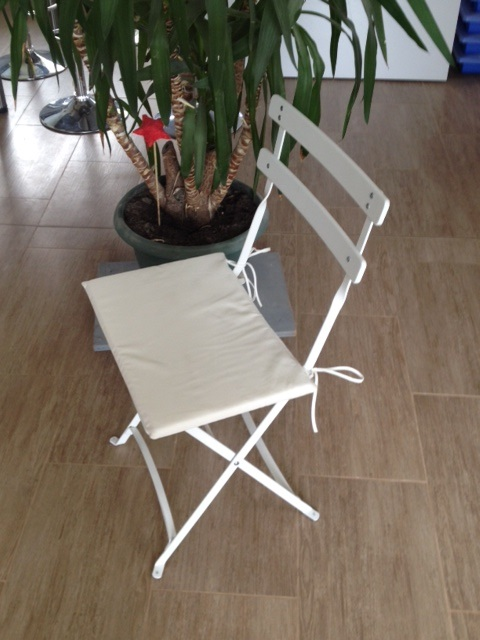 galette crue pour chaise sqaure pliante blanche 1001 f tes. Black Bedroom Furniture Sets. Home Design Ideas